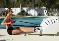 COREYAK健身器:戴上VR去划桨,游戏健身两不误