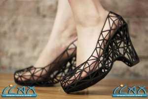 """可穿戴的3D打印鞋 """"strvct"""""""