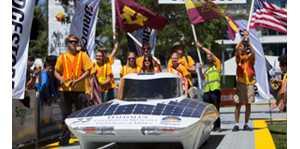明尼苏达大学的太阳能汽车在澳洲内陆驰骋