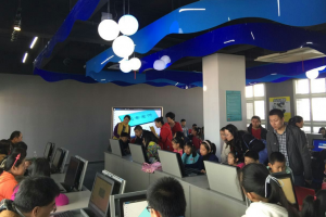 """上海宝山少科站3D打印亲子活动:实现""""看得见的创意"""""""